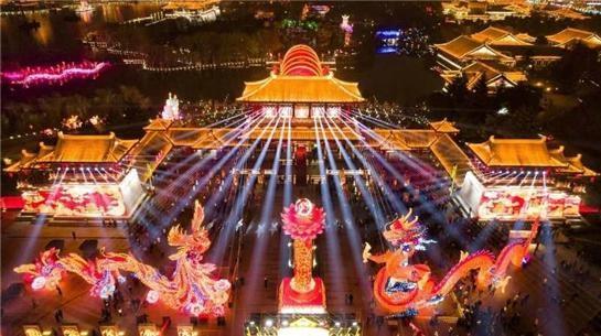 大唐芙蓉園・灯会の夜景(写真提供:西安曲江新区管理委員会)