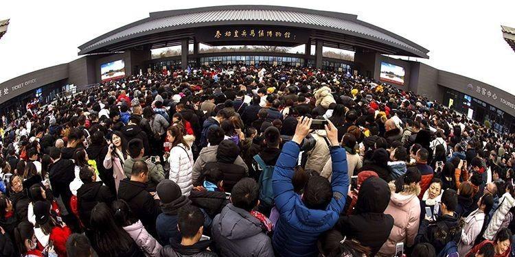 春節期間、大勢の観光客が詰めかけた秦始皇帝陵博物院
