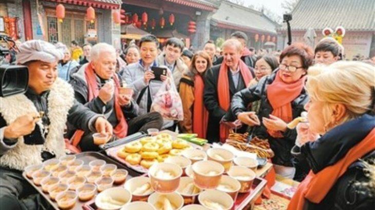 各国の外交官が「西安年・最中国」を称賛 大使たちから陝西方言が飛び出す場面も