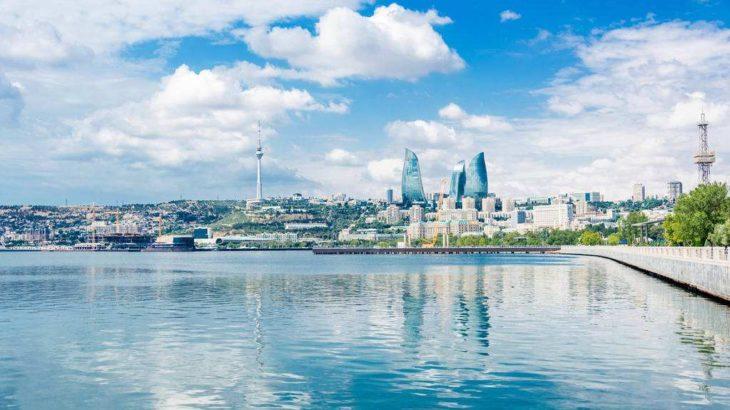 現地時間7月5日午後、西安市政府外事弁公室、西安市商務局、西安滻灞生態区管理委員会等が共同運営する中国(陝西)― アゼルバイジャン経済貿易協力フォーラムが、アゼルバイジャンの首都バクーで開催された。