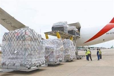 陝西省から欧州へ「空を飛ぶ」医療用防疫物資