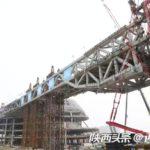 国内の単一建築物で最大スパンの空中橋が持上げに成功 急ピッチで進む「長安雲」建設